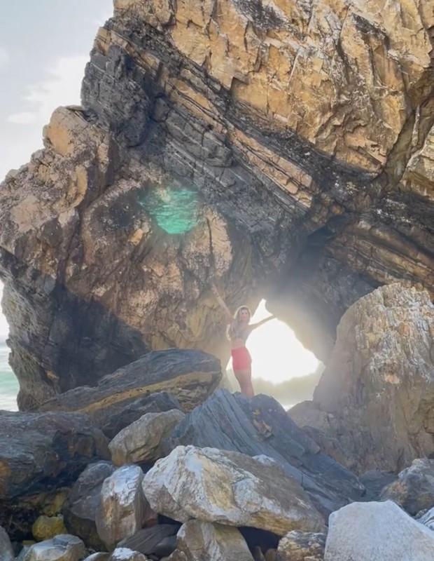 Grazi Massafera na Praia da Ursa, em Portugal - Foto: Reprodução/Instagram