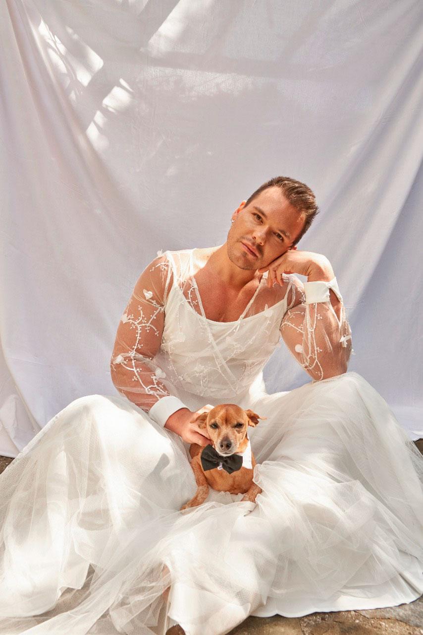 """Israel Cassol posou vestido de noiva e defendeu """"momento glamour"""" para homens"""