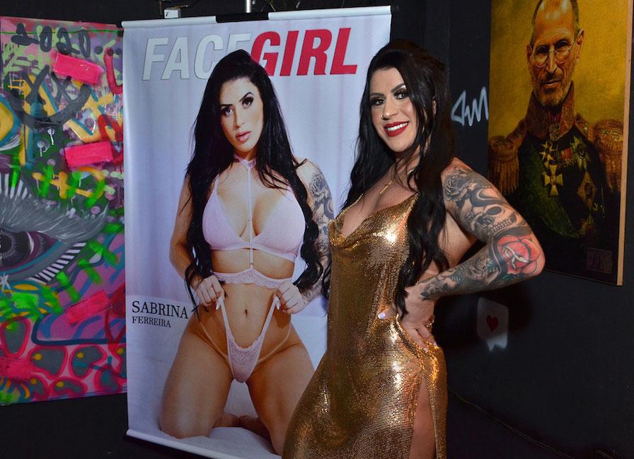 Sabrina Ferreira é capa da revista FaceGirl