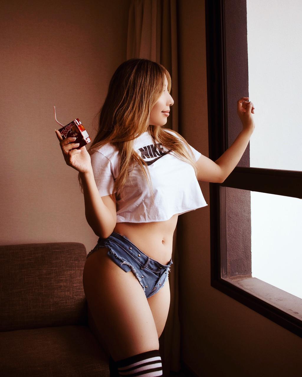 Yu Ferracini é a capa de julho da Revista Sexy